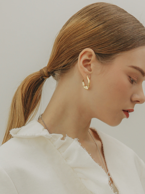 antic M earring