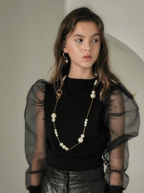 runway pearl necklace