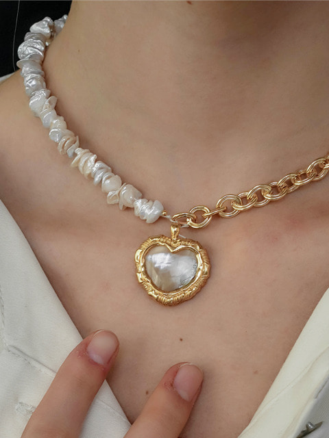 hana heart necklace