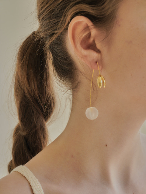 leaf ball earring